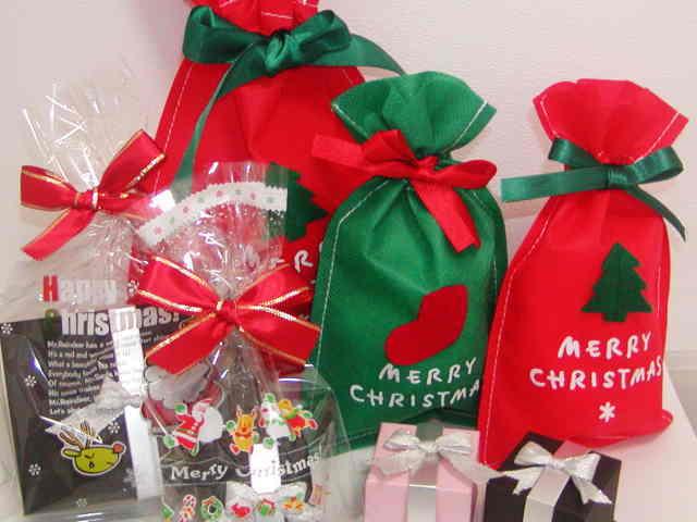 クリスマスプレゼント用のラッピングサービス開始致しました。 今年もかわいいクリスマスラッピング袋をご希望の方には3000円以上お買い上げで無料サービス。